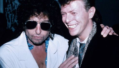 (L-R) Musicians Bob Dylan (wearing sunglasses) and David Bowie. (Photo by Ann Clifford/DMI/Time Life Pictures/Getty Images)