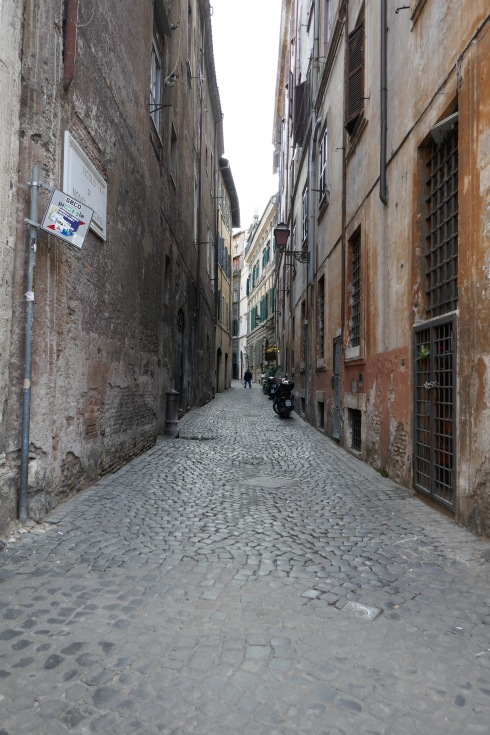 Gränd vid Piazza Navona.